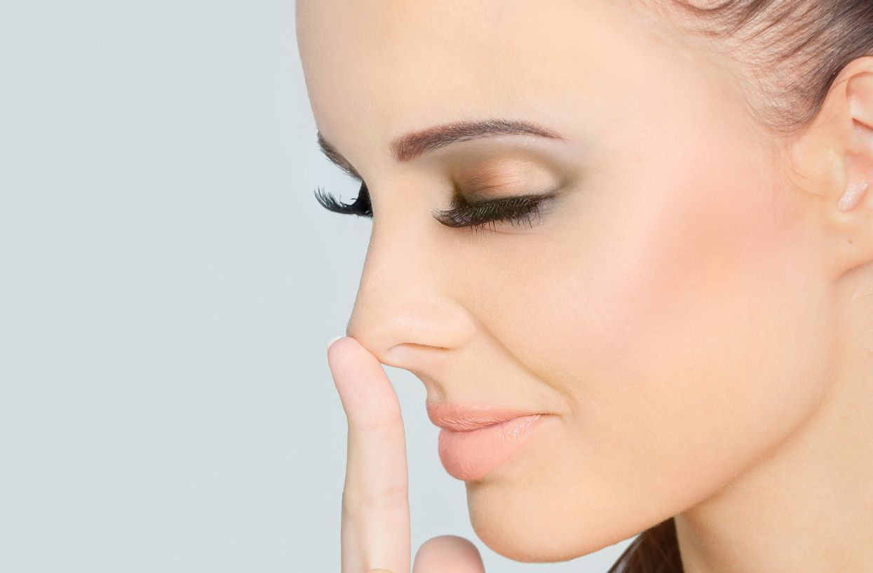 1368446005_correction-of-face-with-makeup-1